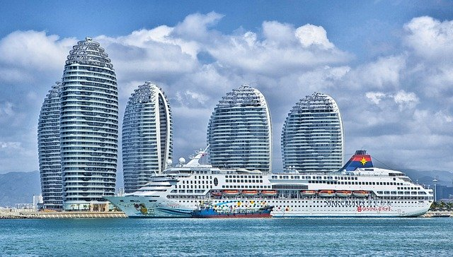"Genting Cruise Lines President Kent Zhu has suggested that ""cruise bubbles"" between regions that have the coronavirus under control"