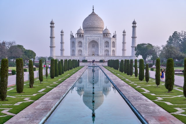 Cheapest Places to Travel in Asia - India. In hte picture the Taj Mahal